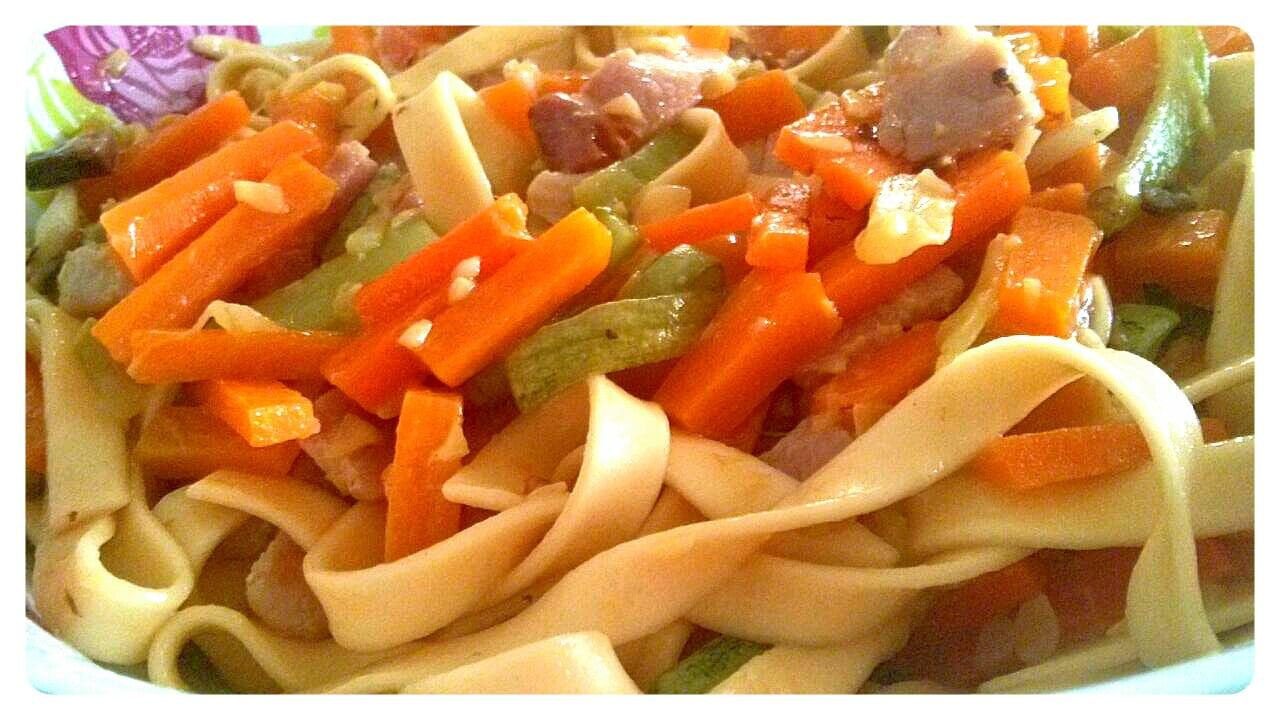 Talharim com Legumes e Bacon ao Azeite