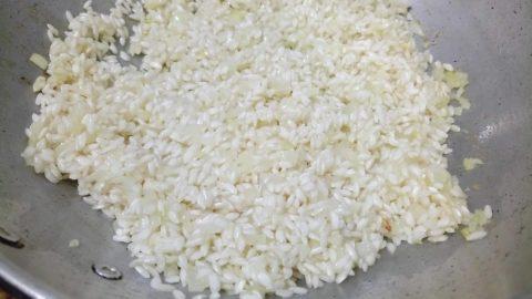 Arroz italiano refogado com cebola e manteiga